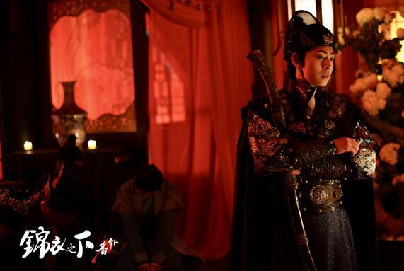 新生代演员王星玮结缘《锦衣之下》