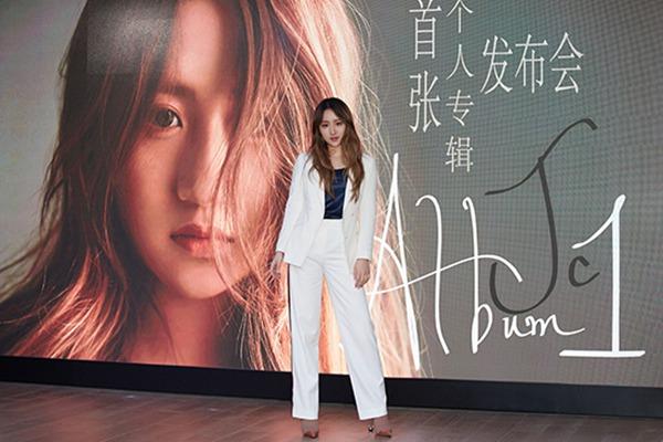 《说散就散》原唱JC陈泳彤发布首张个人专辑 现场嗨唱不断引发欢呼