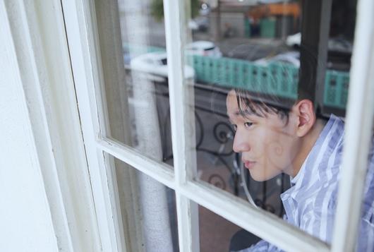 周兴哲赴美拍《Something About You》MV 邂逅L.A.金发妞首演轮椅男子